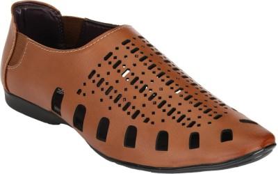 Udenchi Men Tan Sandals