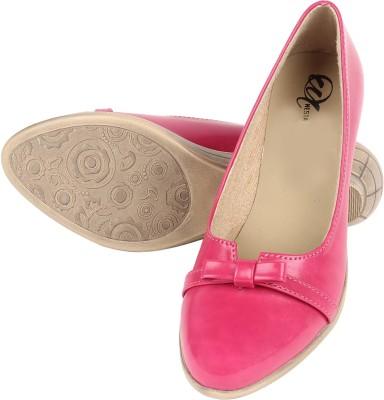 Omnesta Women Pink Wedges