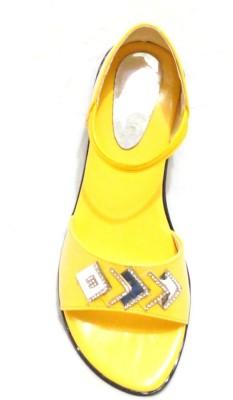 Royal Indian Exposures Baby Girls Yellow Sandals