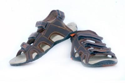 Iwana By Goldstar Boys, Men Brown, Beige Sandals