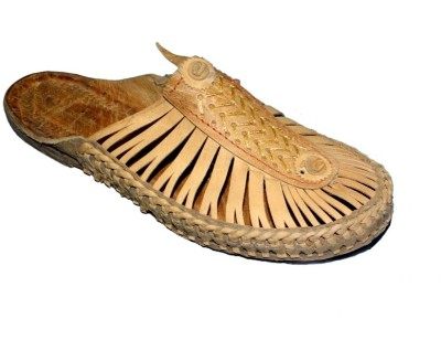 Kolapuri Center Bantoe Men Tan Sandals