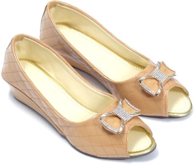 CreativeSelections Women Camel Wedges