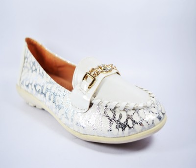 Multi Movin Girls White Flats