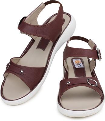 Digni Women Brown Flats