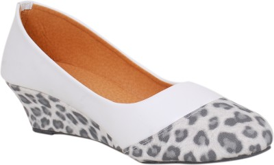 Sandhills Women White Wedges