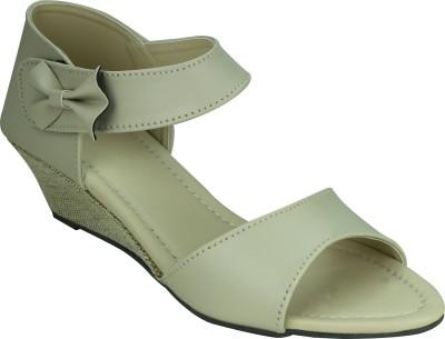 SMART TRADERS Girls White Sandals