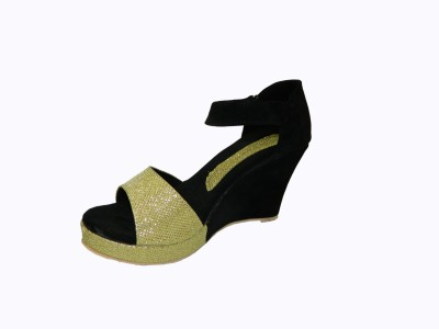Heels And Toes Women Black, Gold Wedges