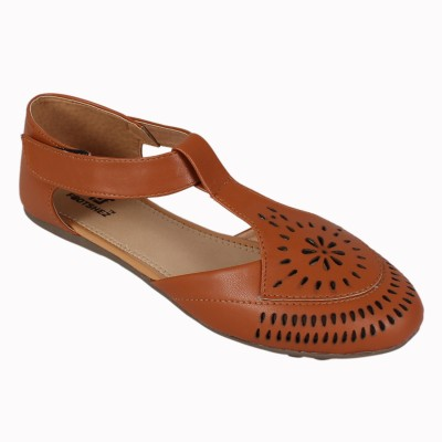 Footshez Women Tan Flats