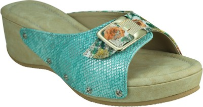 SMART TRADERS Women Green Wedges