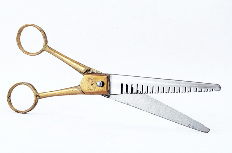 Shalimar Thinning Right Hand Thinning Scissors(Set of 1, Brass Handle)