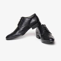 Bacca Bucci Smart Black Lace Up Shoes best price on Flipkart @ Rs. 1617