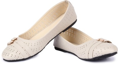 Cute Feet Stylish Beige Color Bellies For All Ocassion Bellies