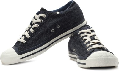 Diesel Magnete Exposure Men Sneakers(White, Navy)