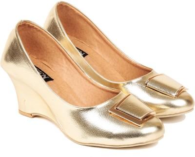 Ten Women Gold Wedges