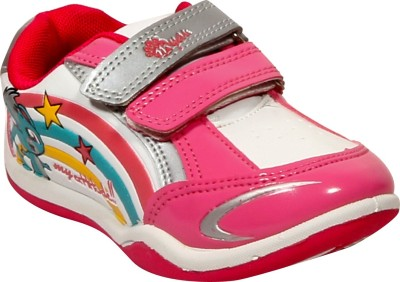 Myau Walking Shoes