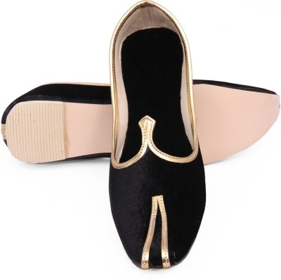 Retailxpert Black Punjabi Velvet Jutis Jutis