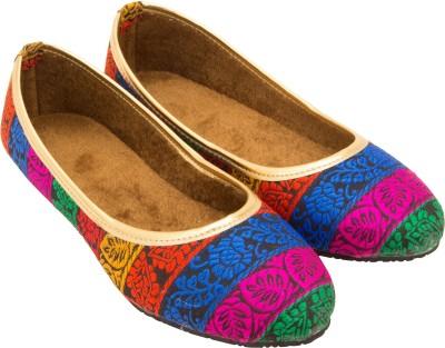 Footrendz Embroidered Jutis