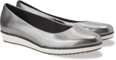 Clarks Compass Zone Silver Slip On shoes(Silver)