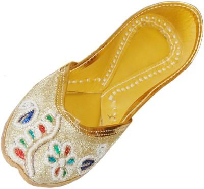 DesiArchies Golden Pearls Punjabi Jutis