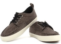 VANS Millsy Men Sneakers(Brown)