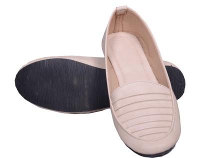 Walk Footwear 712 Creem Bellies