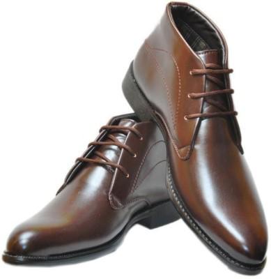 Leo Looks Boots