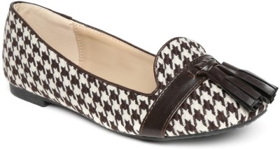 Mast & Harbour Bellies(White) at flipkart