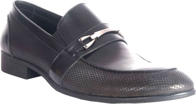 Urban Nation Fashionable Men Leather Moccasin with Metal Trim Slip On