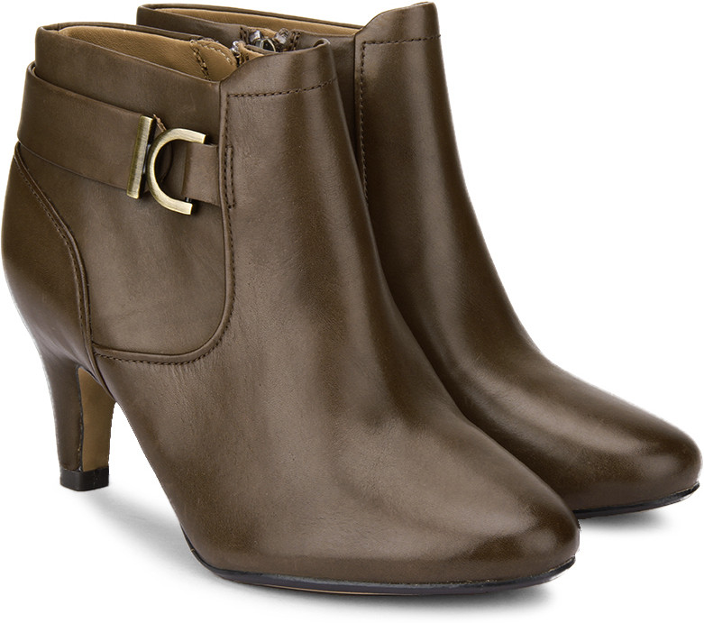 Clarks Women Boots(Brown)
