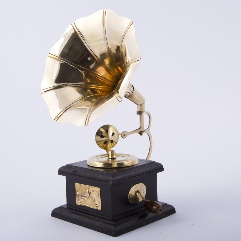 Smile2u Retailers Showpiece - 24 cm(Brass, Gold)