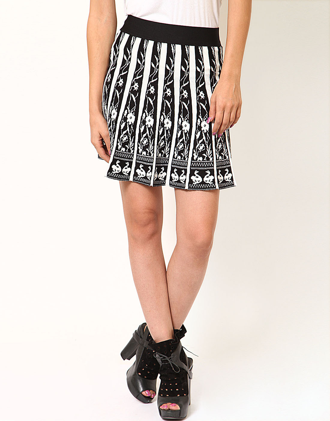 Sportelle USA India Floral Print Womens A-line Black, White Skirt