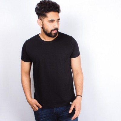 Arcanumz Solid Men's Round Neck Black T-Shirt