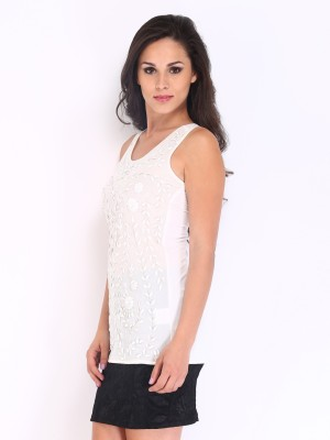 D Muse by DressBerry Casual Sleeveless Floral Print Women's White Top at flipkart