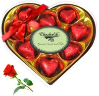 Chocholik Valentine Day Gift - 9Pc Crimson Love Chocolates With Red Rose Artificial Flower Gift Set best price on Flipkart @ Rs. 748
