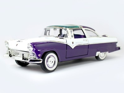 Road signature 1955 Ford Crown Victoria Purple 1:18 Yatming