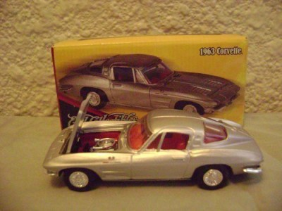 General Motors Ertl Collectibles 1963 Chevy Corvette Sting Ray