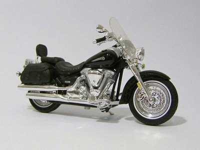 Maisto 1:18 Yamaha 2001 Road Star Silverado Diecast Motorcycle