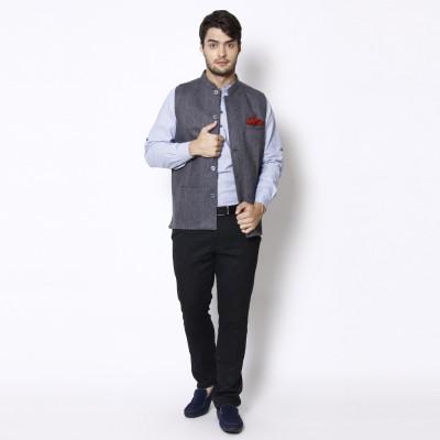 Even Sleeveless Self Design Men's Jacket